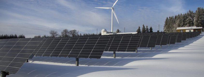 panneaux solaire et éolienne